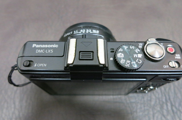Panasonic LUMIX DMC-LX5 上面