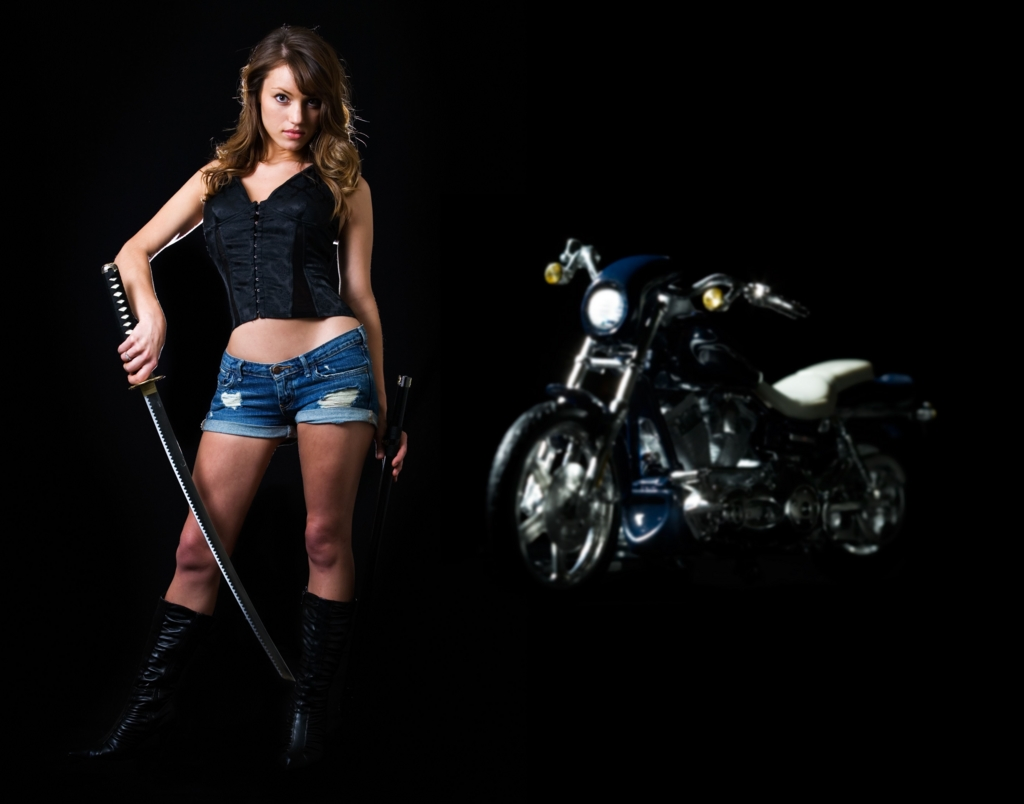 Beautiful woman with Japanese sword-katana on a motorcycle at the back Ⅰ.(バイクを背に日本刀を手にしたホットパンツ姿の美しい白人女性 其の一)