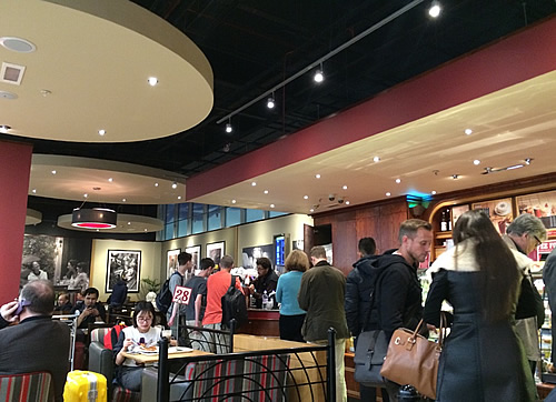 London Heathrow Airportのcafe「Costa」