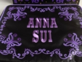 ANNA SUI SPRING 2012 COLLECTION 付録バッグのロゴ刺繍部分