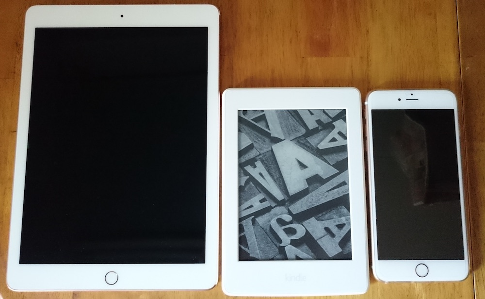 iPad Pro 9.7、Kindle Paperwhite、iPhone 6s Plusの大きさ