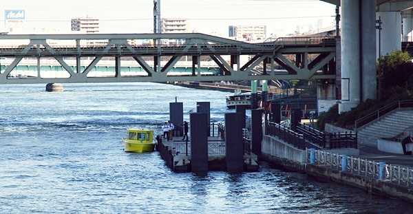 TOKYO WATER TAXIの黄色い船