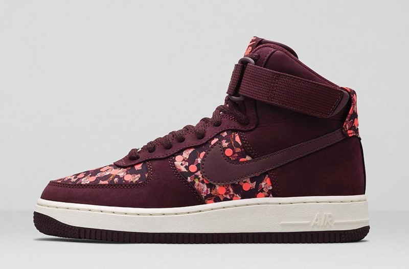 Nike WMNS Air Force 1 HIGH Liberty