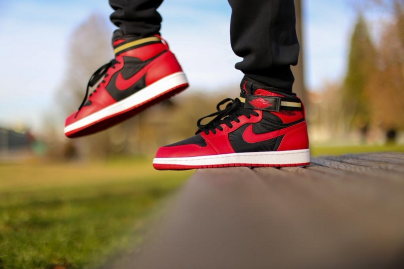 AIR JORDAN 1 HIGH STRAP Black/GYM RED
