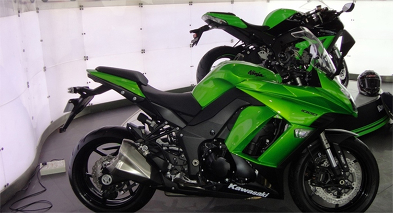 kawasaki z1000 in mumbai showroom