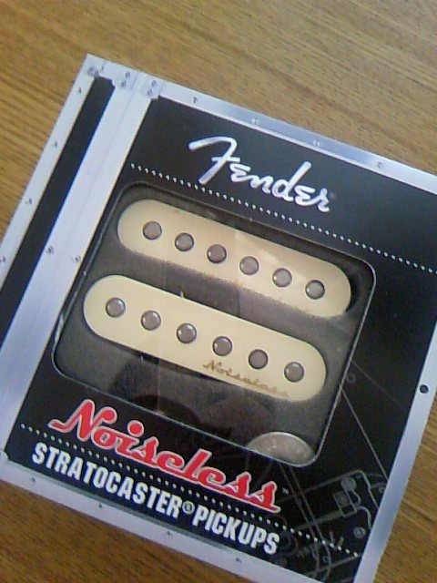 FENDER Vintage Noiseless Strat Pickups Setパッケージ