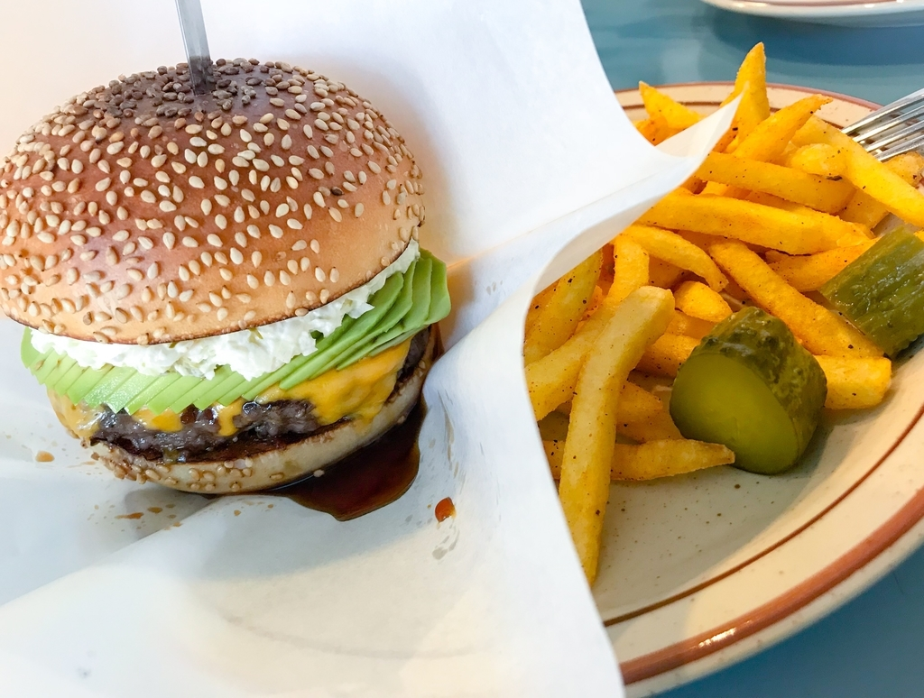 fledged burger オールドテリヤキアボカドチーズ
