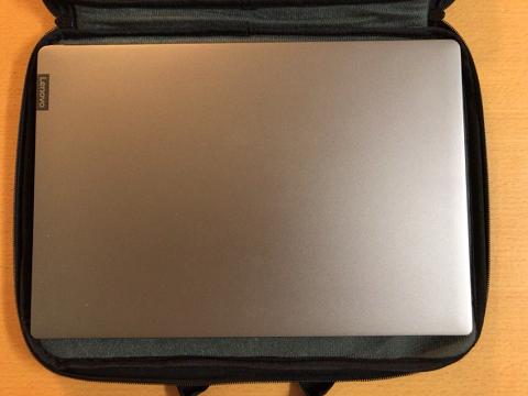 IdeaPad 530Sを入れた状態