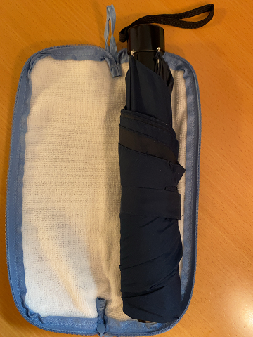 ダイソーの「傘の収納袋」