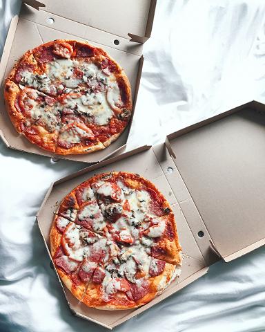 テイクアウトのピザ
