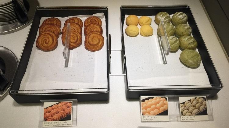 ANAラウンジのパン