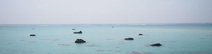 伊良部島の干潮前の海岸