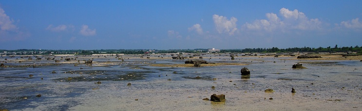 伊良部島の干潮時の海岸