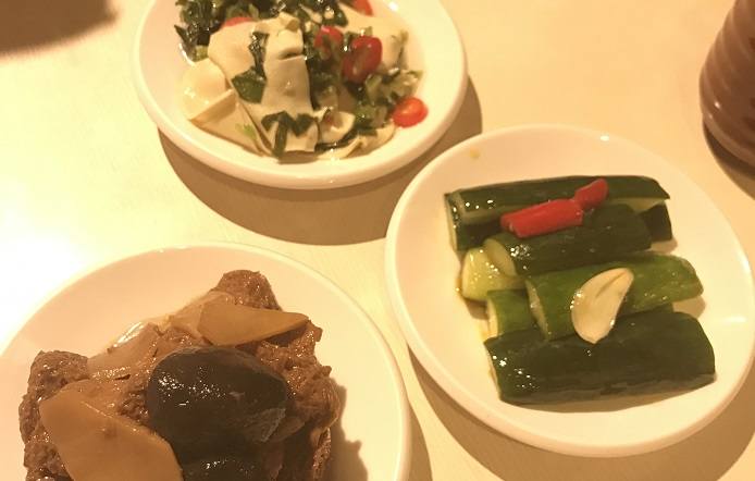 濟南鮮湯包の小皿料理