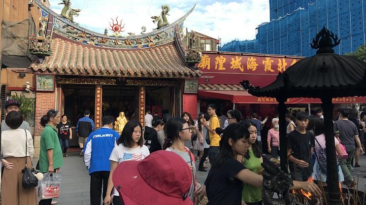 迪化街の入口付近にあるお寺