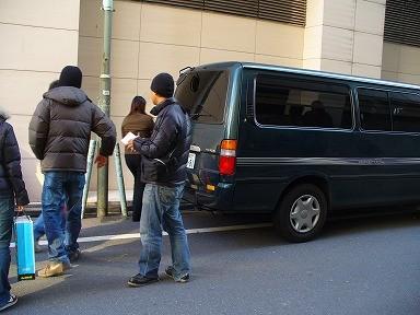 アジア系 転売屋のワゴン車