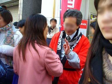 転売目的と見られるアジア系の女性が無理やり買おうと店員に詰め寄る