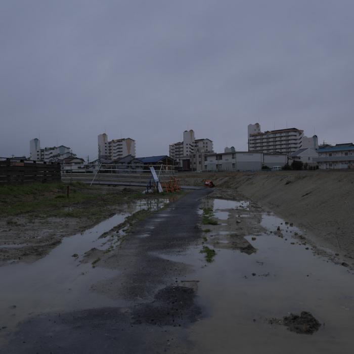 雨の造成地