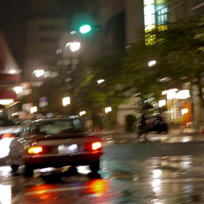 夜雨 メルセデス500SLC 日本橋