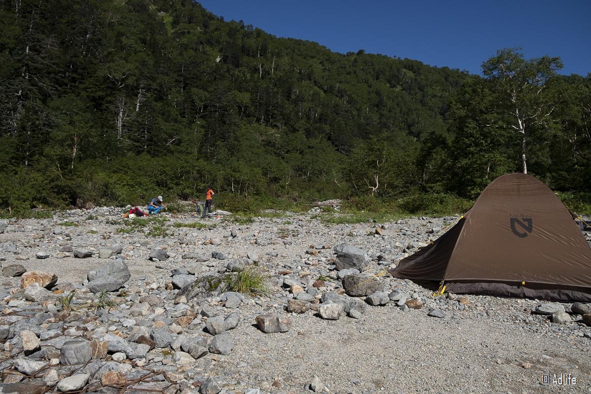 槍平小屋のテント場