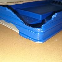 壊れたプラスチック筆箱 穴開き