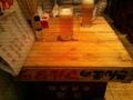 [twitter] 久しぶりに根室食堂なう!!テーブルはサンマの木箱ー。マルタツとか杉