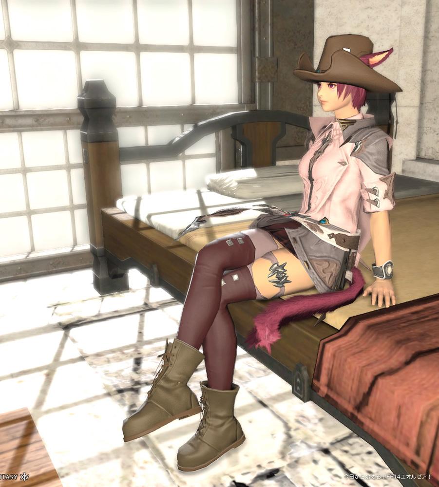 FF14、ミコッテ♀のスクリーンショット。椅子に座って、足を組んでいるポーズ。