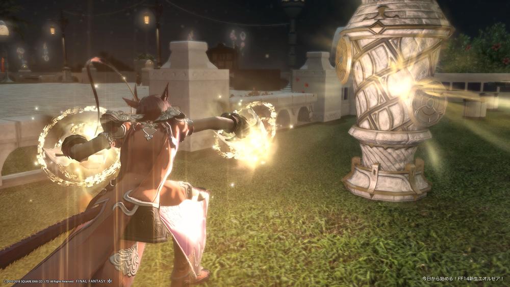 先ほどのアングルのままだが、キャラクター正面からライトをあてたことによって、攻撃エフェクトが強調されたように光っている。(FF14)