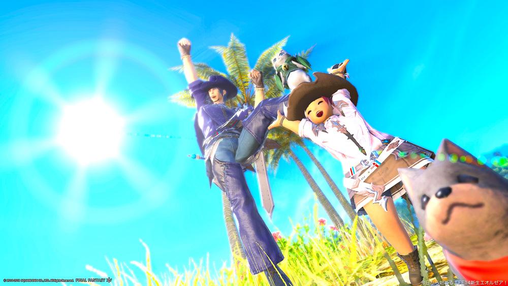 ヒューランとララフェル二人が、コスタデルソルの青空を背景に喜んでいる。(FF14)