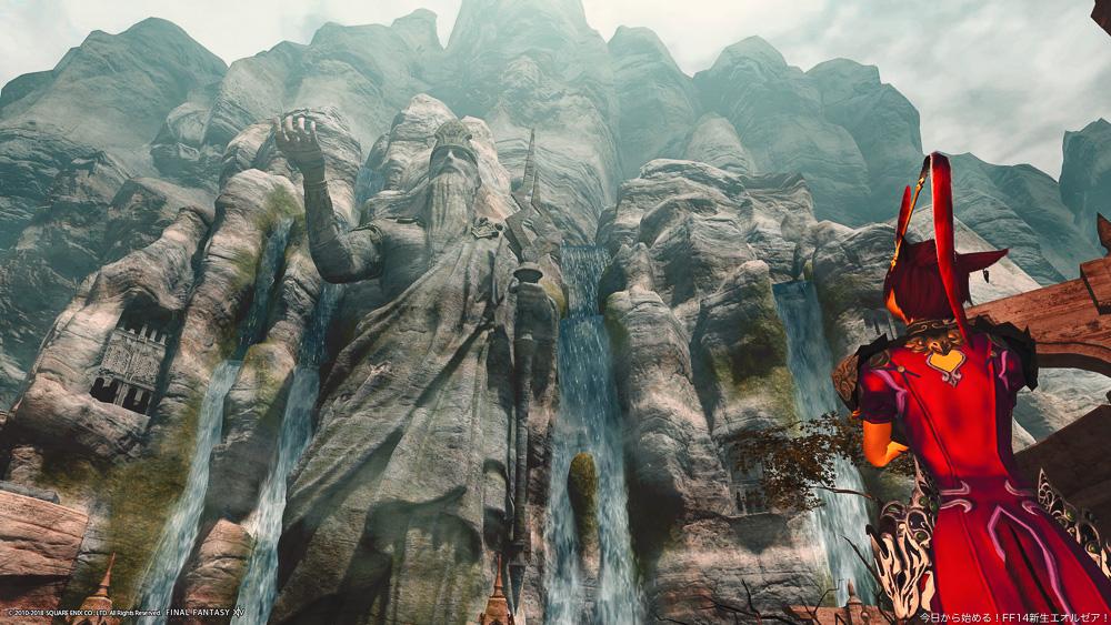 アラミゴのラールガーズリーチにそびえる守護神ラールガーの像。そしてそれを見上げるモンク。(FF14)
