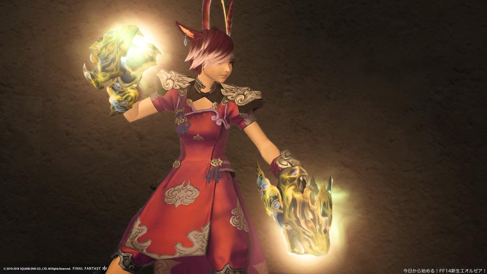 モンクの伝統武器であるスファライを強化した、「スファライ・ゼニス」を装備しているミコッテ族女性のモンク。(FF14)