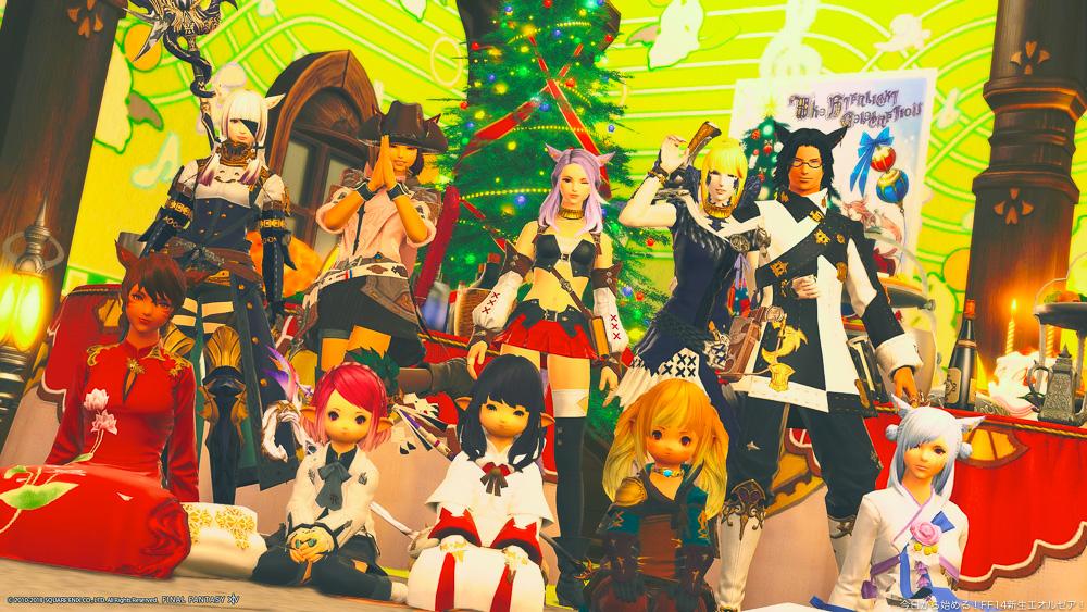 クリスマスの飾り付けをしたFCハウスにて撮影した集合写真。(FF14)