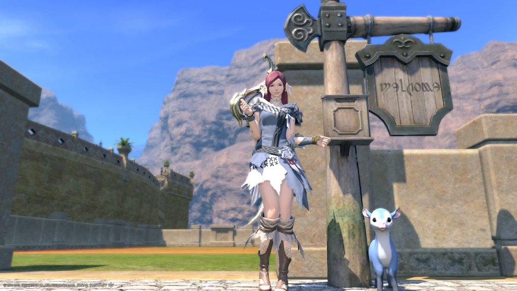 ゴブレットビュートのハウジングの土地の前に立っているアウラ。(FF14)