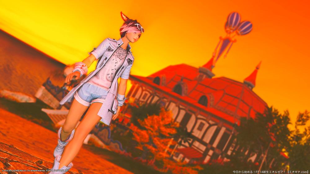 冒険者居住区「ミストヴィレッジ」を夕暮れ時に歩くミコッテ。(FF14)