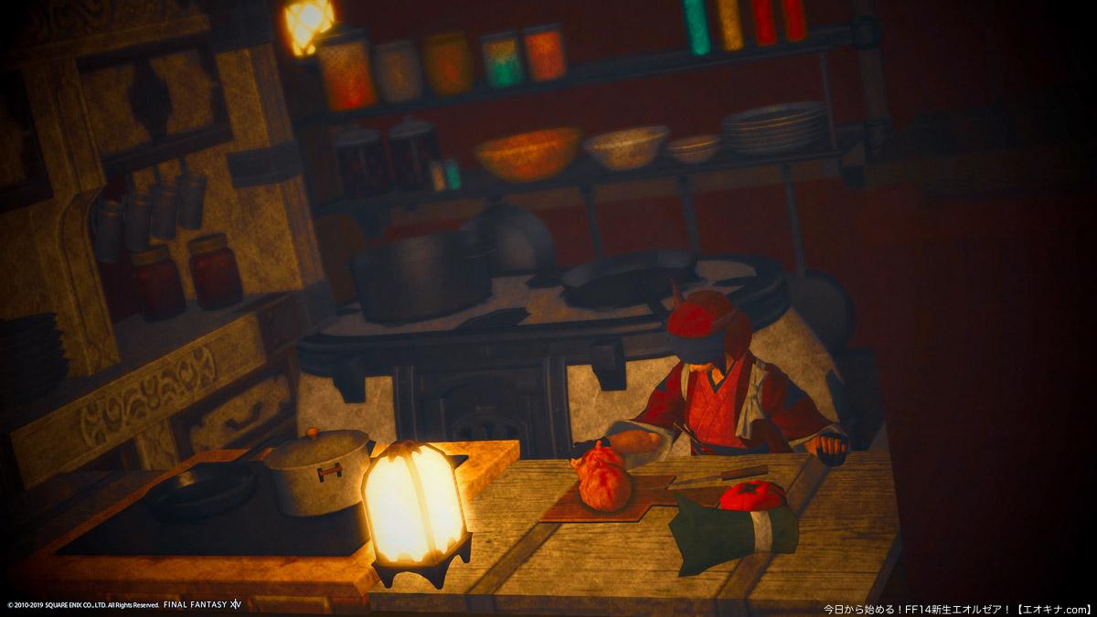 FCハウスの個室に作られた、やや暗めの趣のあるキッチン。和装で料理をしているミコッテ女性が写っている。(FF14)