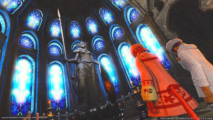 戦神ハルオーネに祈りを捧げるミコッテ族2人の後ろ姿。(FF14)