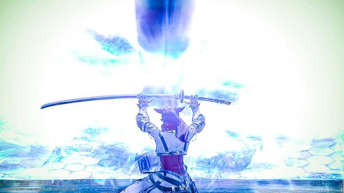 スサノオの巨大な刀を受け止める暗黒騎士(タンク)のミコッテ。(FF14)