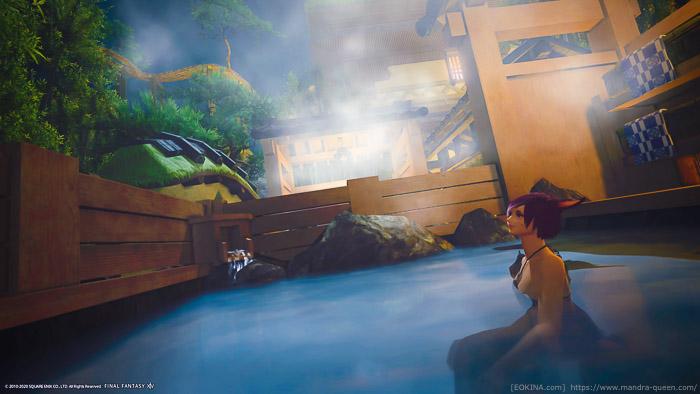 シロガネハウスの庭にある露天風呂に入ってくつろぐミコッテ。(FF14)