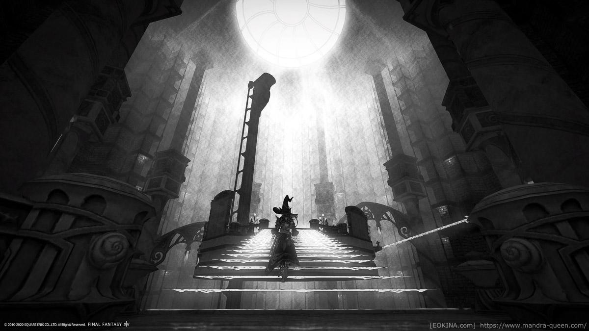 幻想図書館で撮影したモノクロスクリーンショット。明るい奥に向かって、階段を登るミコッテの後ろ姿。