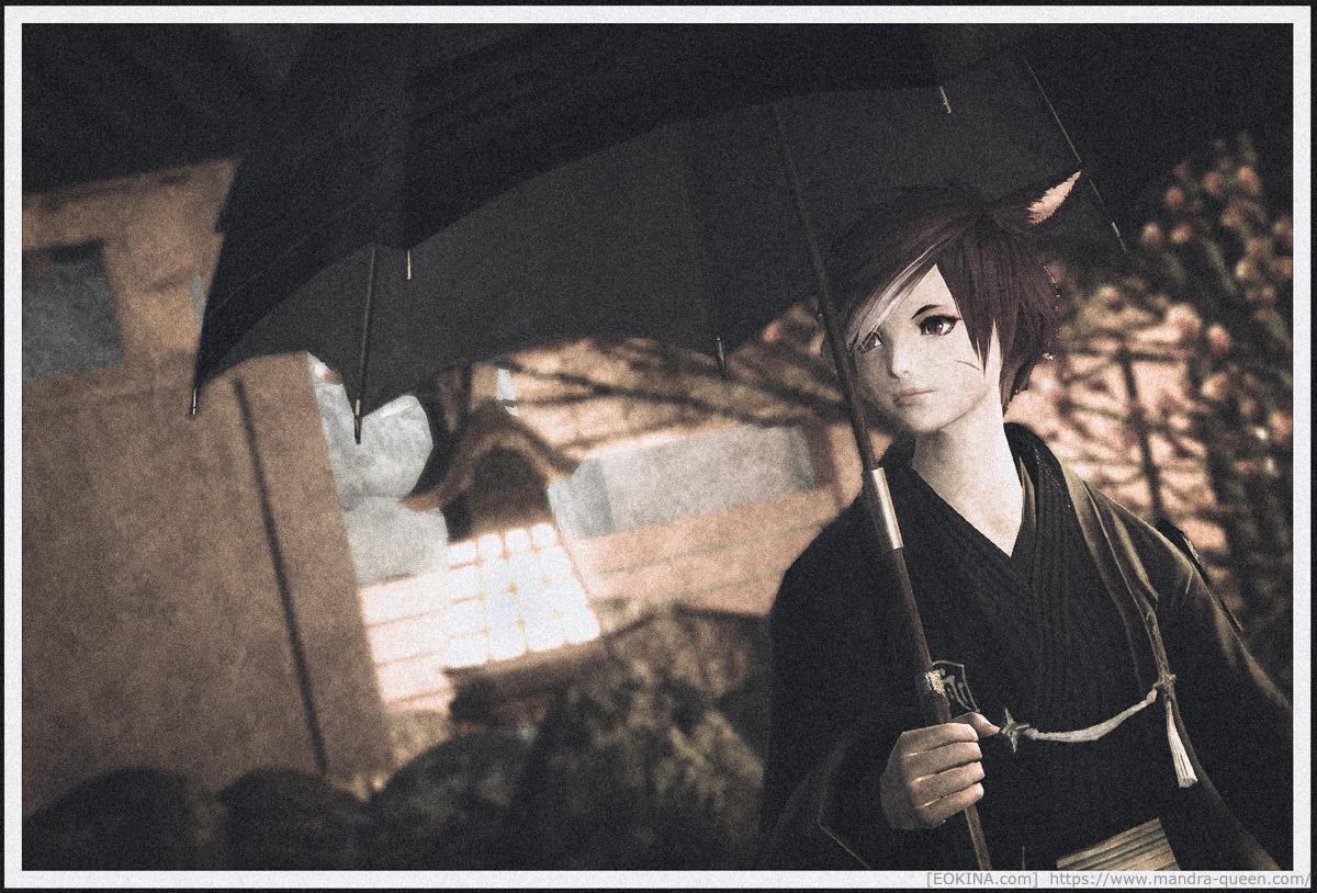 シロガネの和風の庭を、傘をさしながら歩くミコッテ。レトロな雰囲気のスナップ調SS。