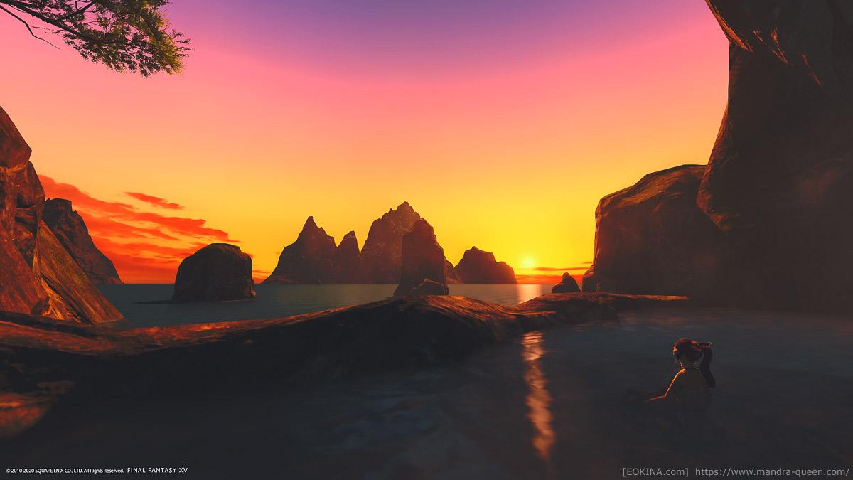 シロガネ隠れ浜近くの秘湯につかるミコッテ。夕暮れの空が美しい。