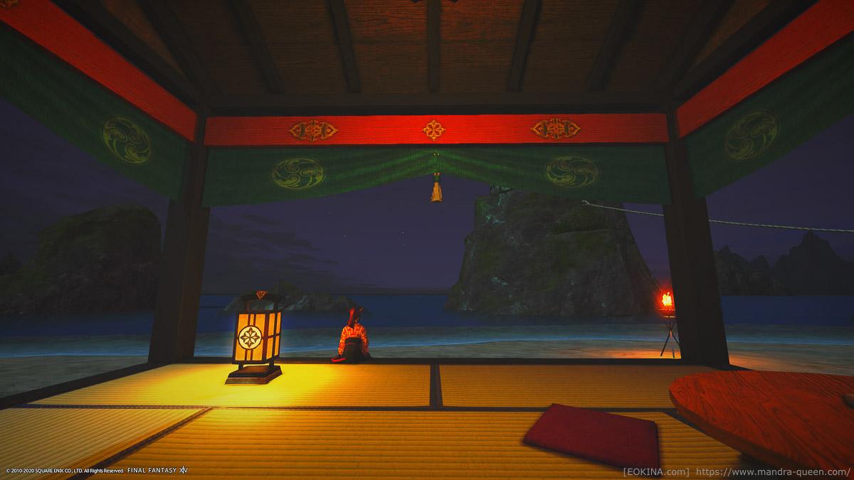 海辺の休憩所に座って夜の海を眺めるミコッテ。