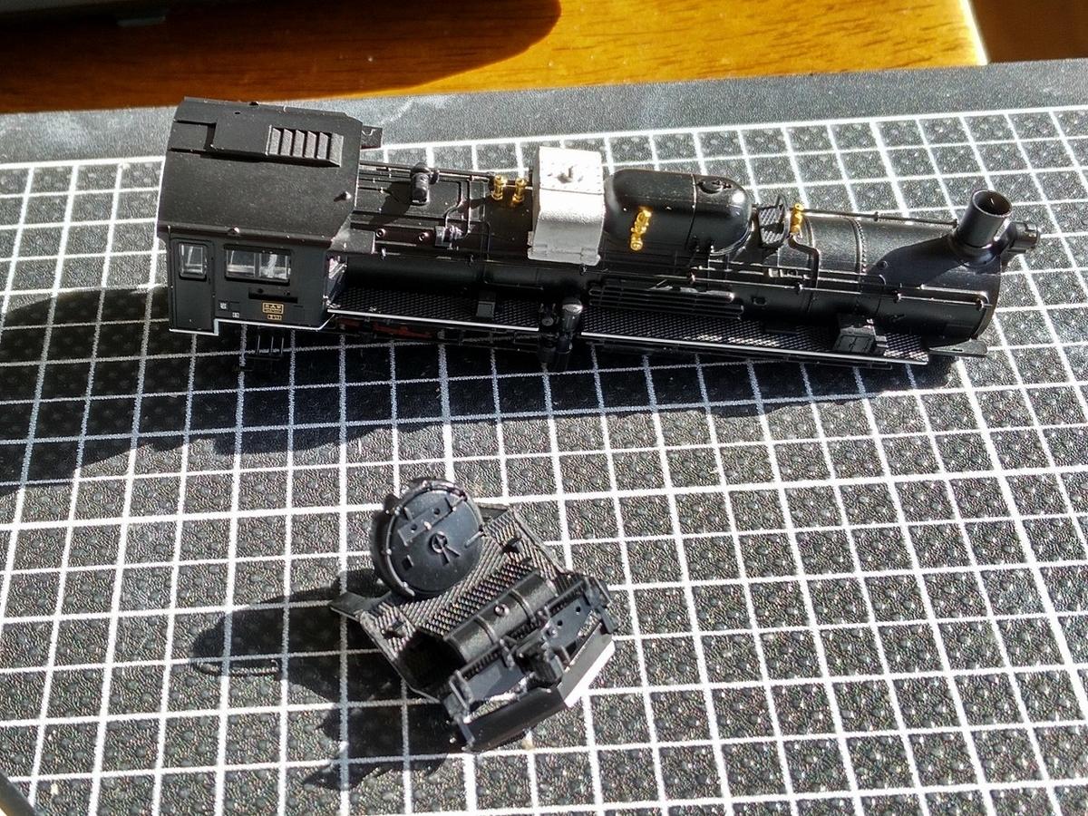 Tomix C57 135に重油併燃タンク取り付け