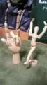 モデル人形と左手