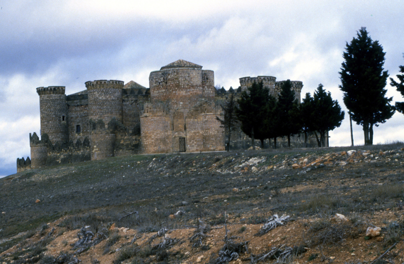 1456年ベルモンテの城着工 - ス...