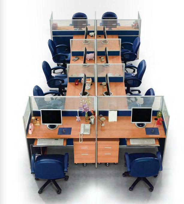 バンコクシェアオフィスの机画像