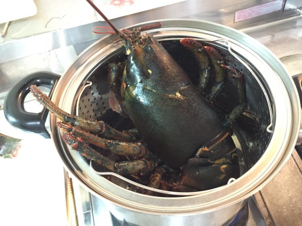 ロブスターを海水程度のお湯で蒸す