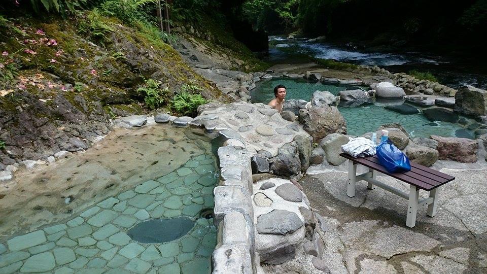 河原露天風呂「出会い温泉」