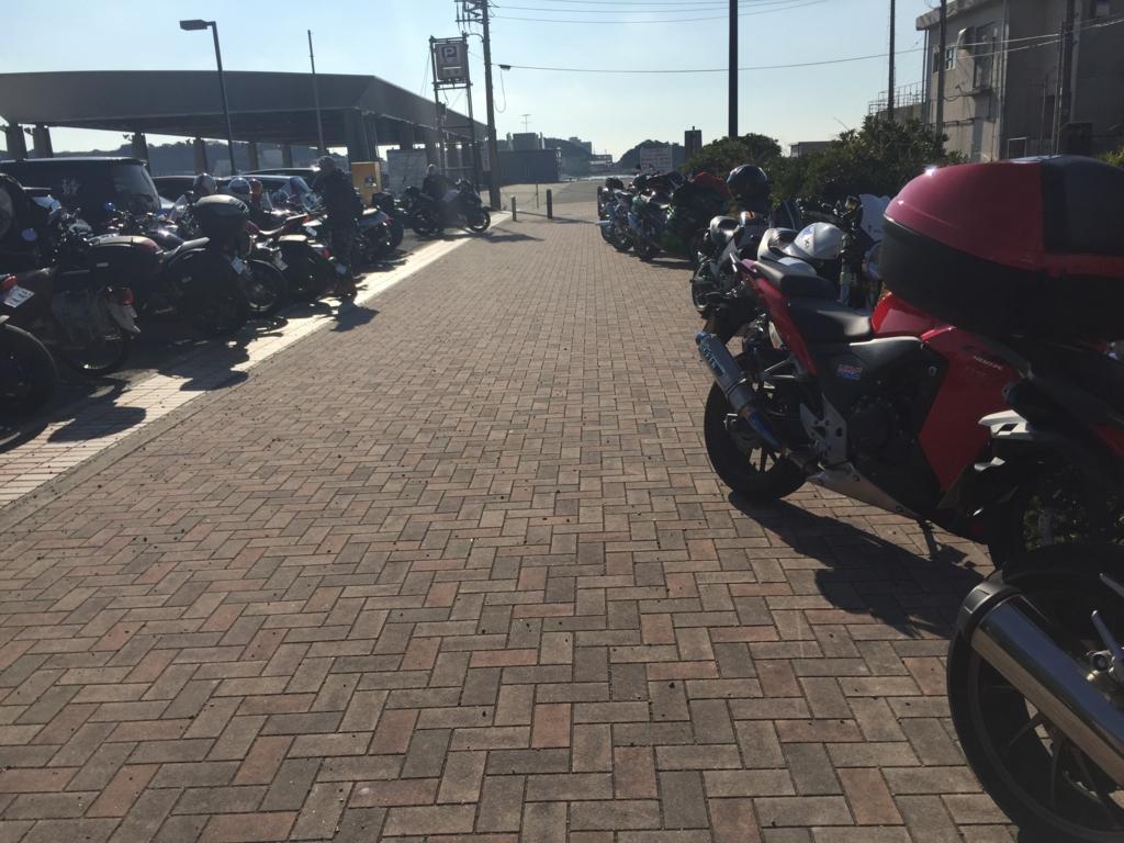 三崎港のバイクパーキング