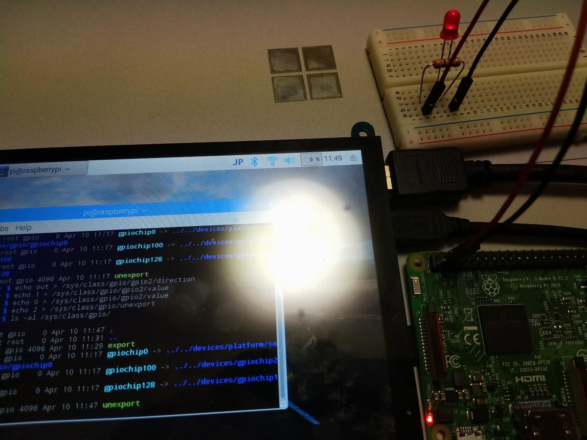 LEDはデフォルトの弱い点灯状態